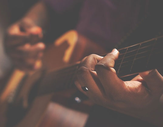 16 - STRUMMING ALONG: THE BEST BLUES SONGS FOR GUITAR BEGINNERS